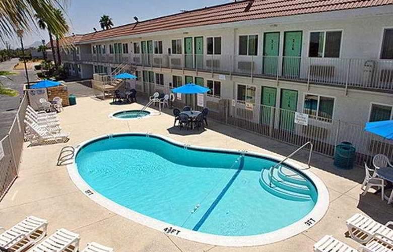 Motel 6 Palm Springs Rancho Mirage - Pool - 3
