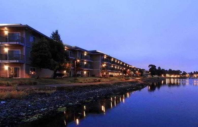 Best Western Plus Bayside Hotel - Hotel - 9