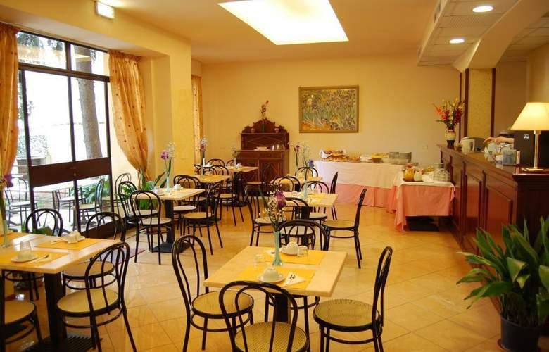 Astor - Restaurant - 9
