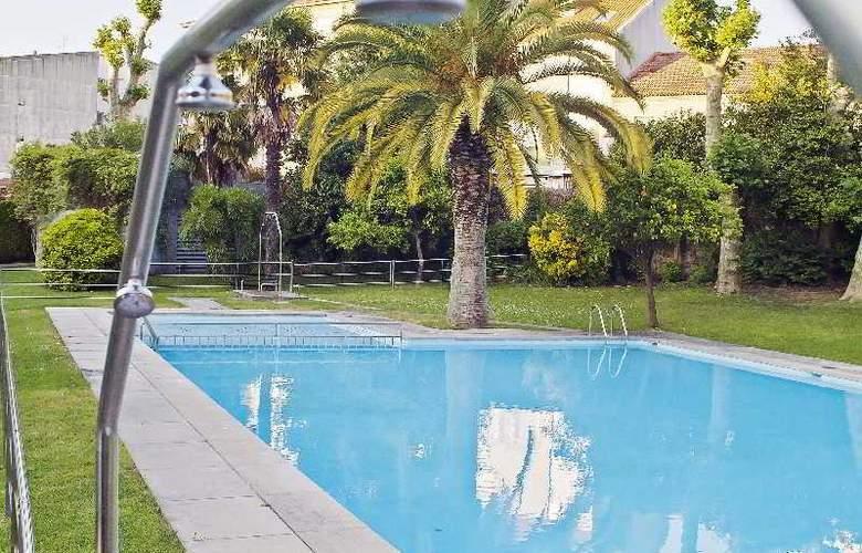 Parador de Cambados - Pool - 12