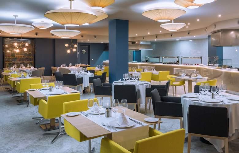Mediterraneo Bay Hotel & Resort - Restaurant - 15