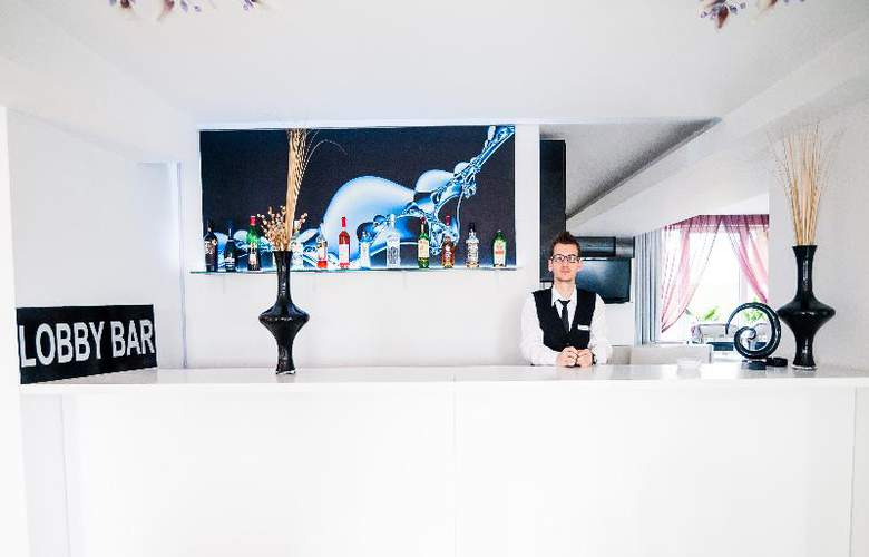 Alex & George Boutique Hotel - Bar - 27