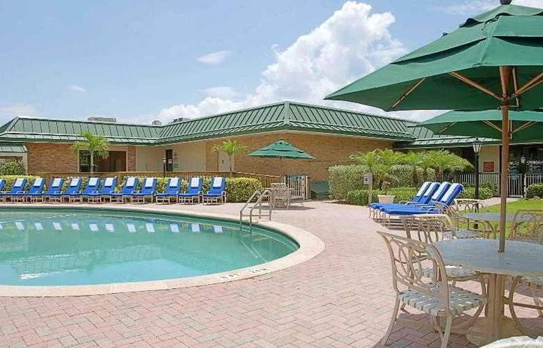 Holiday Inn Hotel & Suites Vero Beach-Oceanside - Pool - 12