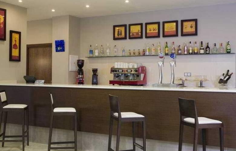 Holiday Inn Express Campo de Gibraltar - Barrios - Bar - 4