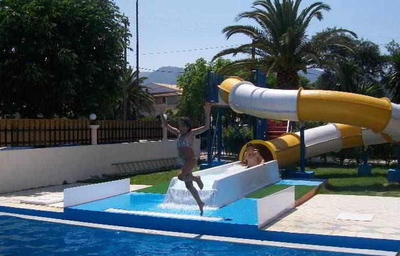 Silver Beach - Pool - 1