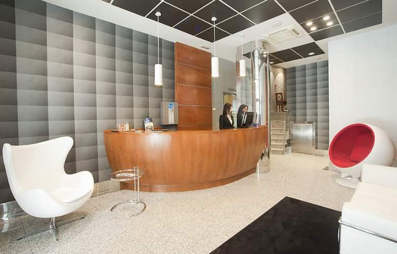 Blue Longoria Plaza - Hotel - 4