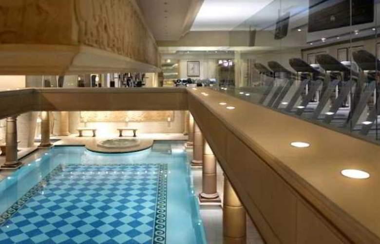 Radisson Blu Martinez - Pool - 11