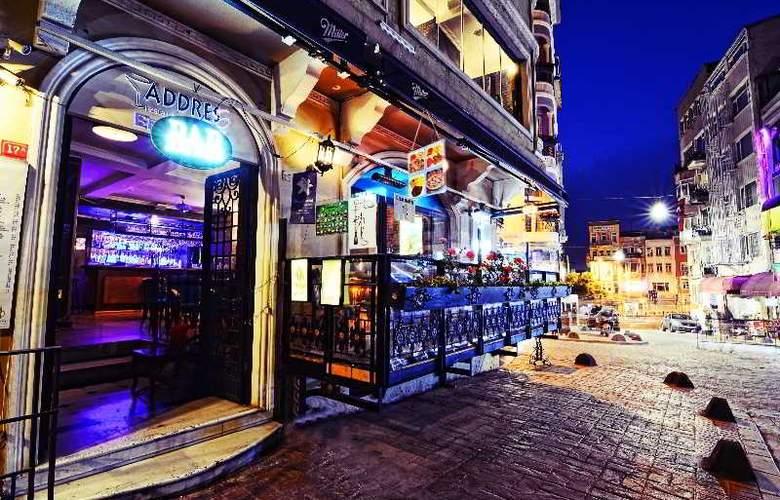 Santa Ottoman - Bar - 12