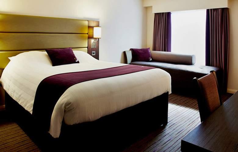Premier Inn Chichester - Room - 1
