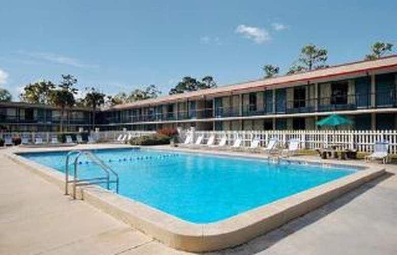 Rodeway Inn & Conference Center - Pool - 6
