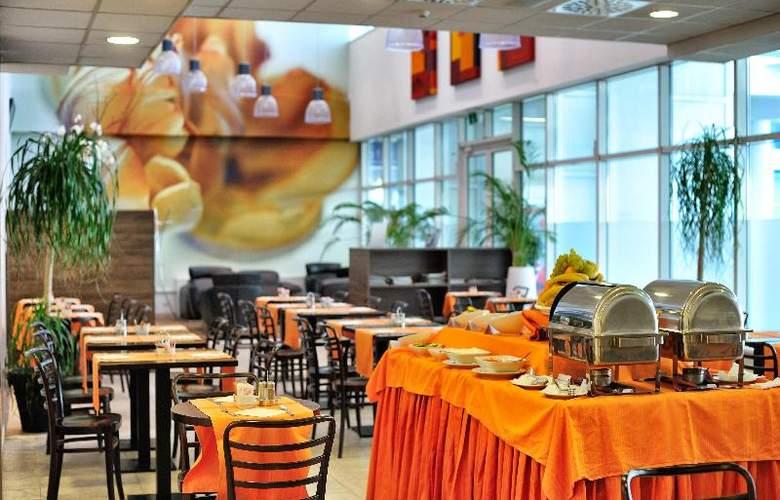 Rebro Hotel - Restaurant - 26