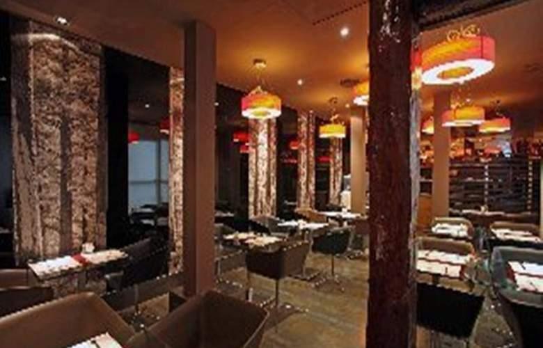 Petit Palace Tres Cruces - Restaurant - 23