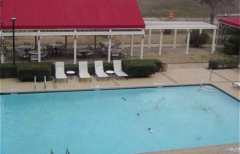 Radisson Hotel Dallas East - Pool - 7