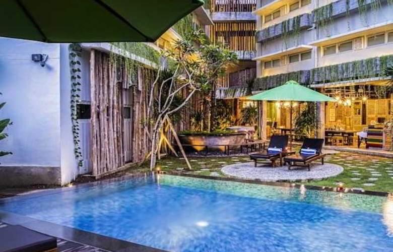 Grandmas Tuban Hotel - Pool - 1