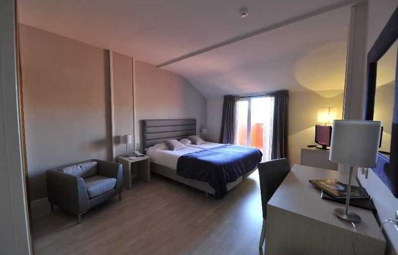Puerta De Segovia - Room - 6