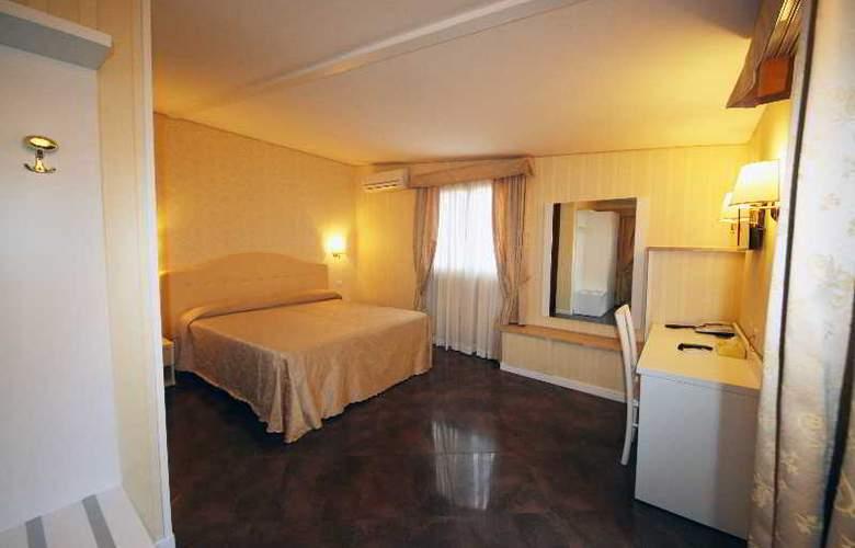 Saturnia - Room - 8
