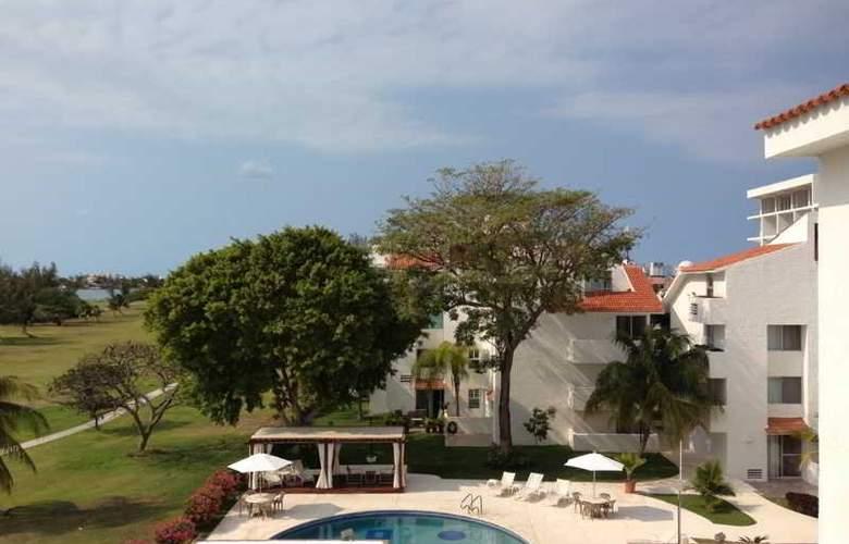 Las Gaviotas Hotel and Suites - Pool - 9