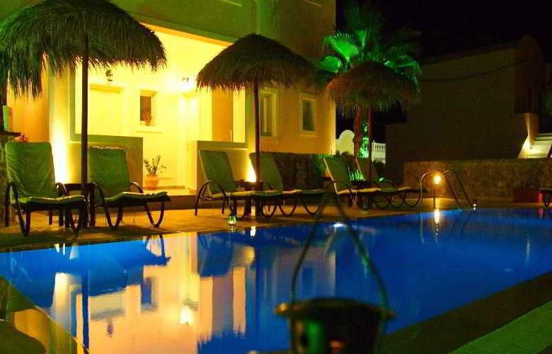 Kalya Suites - Pool - 16
