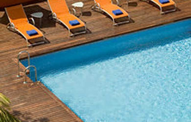 Hilton Garden Inn Malaga - Pool - 3