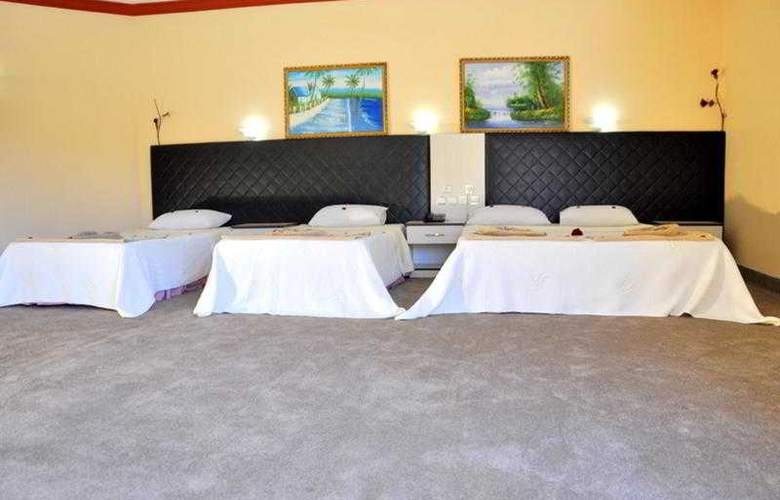 Mustis Royal Plaza - Room - 9
