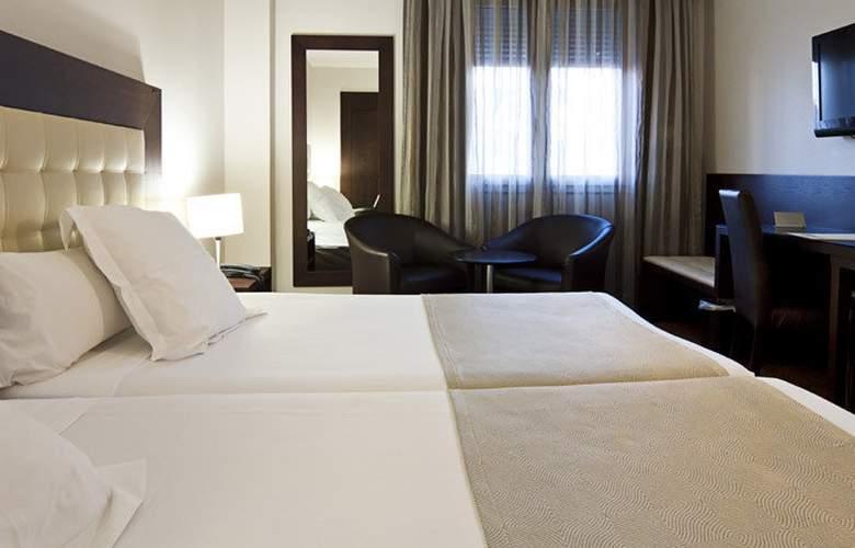 Catalonia Santa Justa - Room - 6