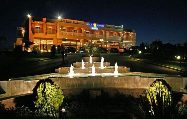 Ambassador Hotel - Hotel - 6
