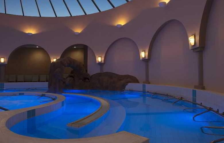 Le Meridien Abu Dhabi - Pool - 31
