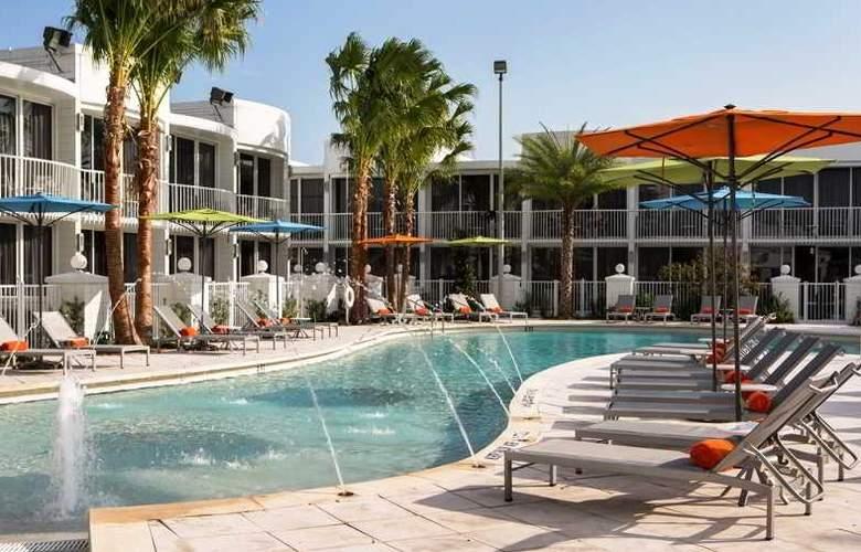B Resort & Spa - Pool - 14