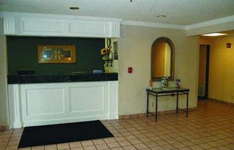 La Quinta Inn & Suites St Louis / Maryland Heights - General - 1