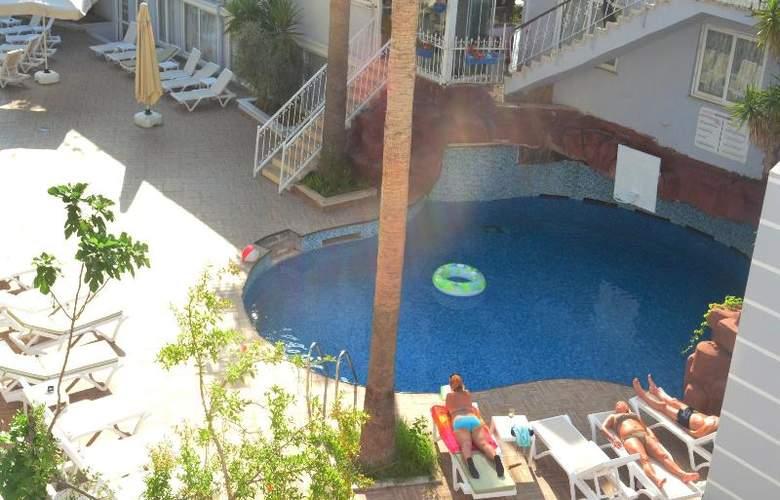 Sunbird Apart Hotel - Pool - 8