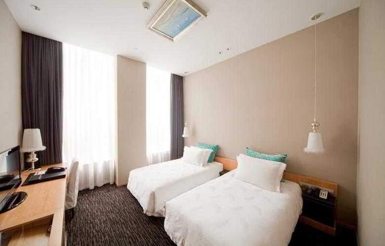 Carat - Room - 2