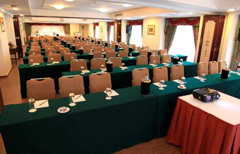 Victoria - Conference - 7