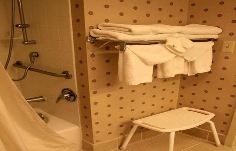 Hampton Inn Clinton - Room - 16