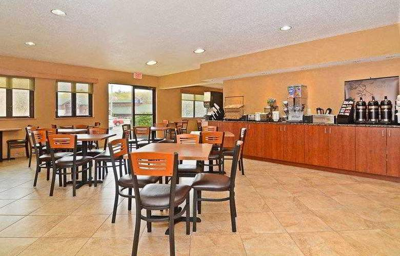 Best Western Ambassador Inn & Suites - Hotel - 0