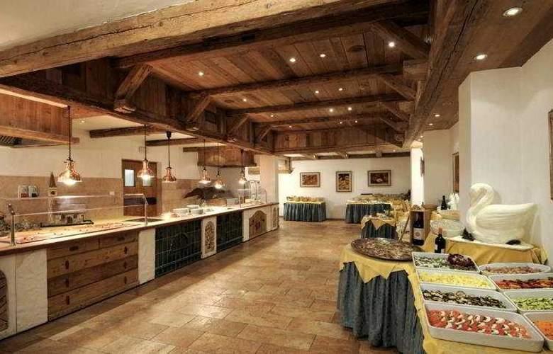 Carlo Magno Spa Resort - Restaurant - 8