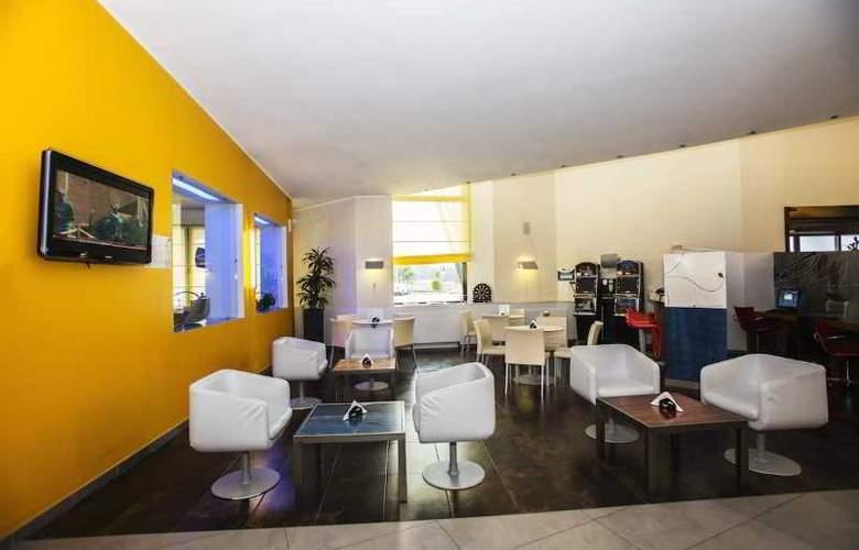 Holiday Inn Express Milan-Malpensa Airport - Bar - 19