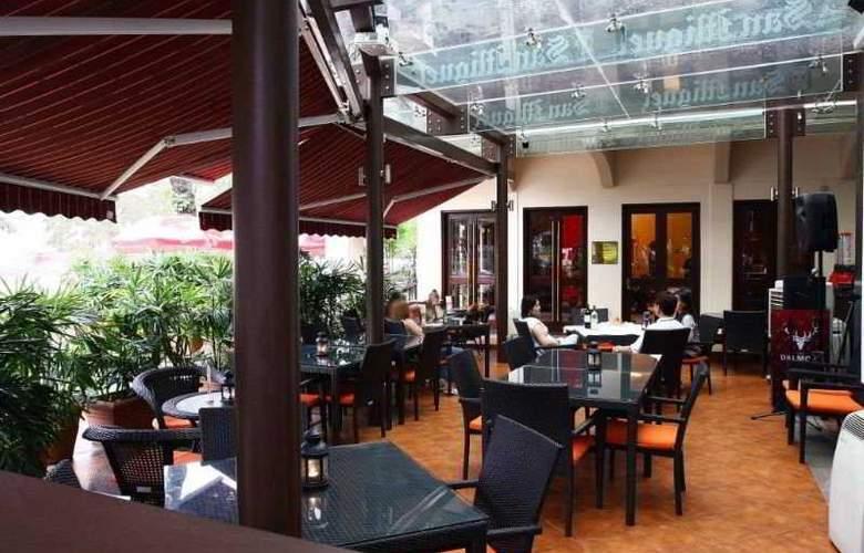 Nostalgia Hotel - Terrace - 9