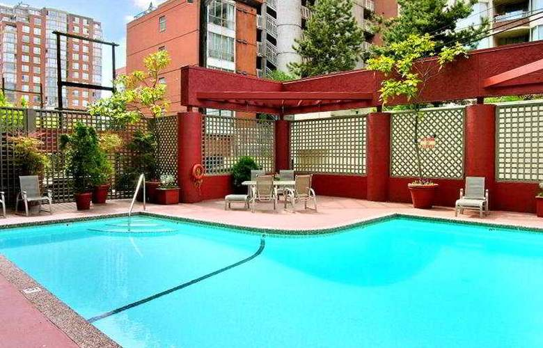 Quality Hotel Vancouver - Pool - 4