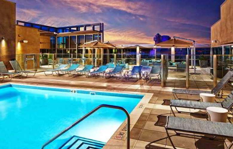 SpringHill Suites Anaheim Resort Convention Cntr - Pool - 6