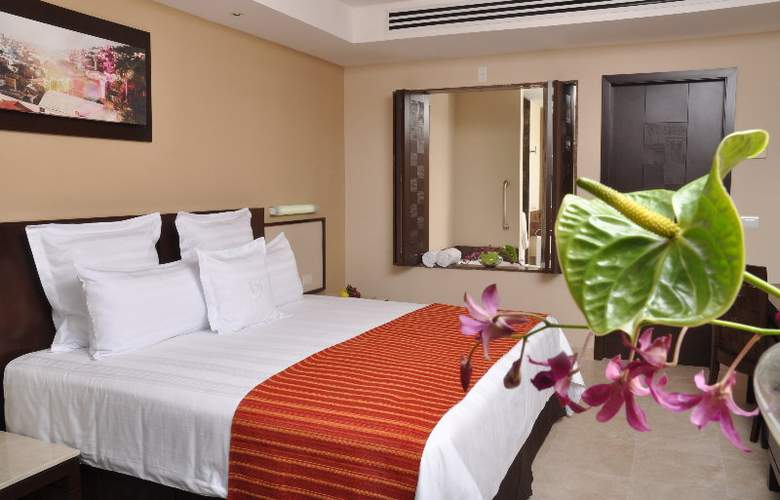 Sunset Plaza Beach Resort & Spa - Room - 0