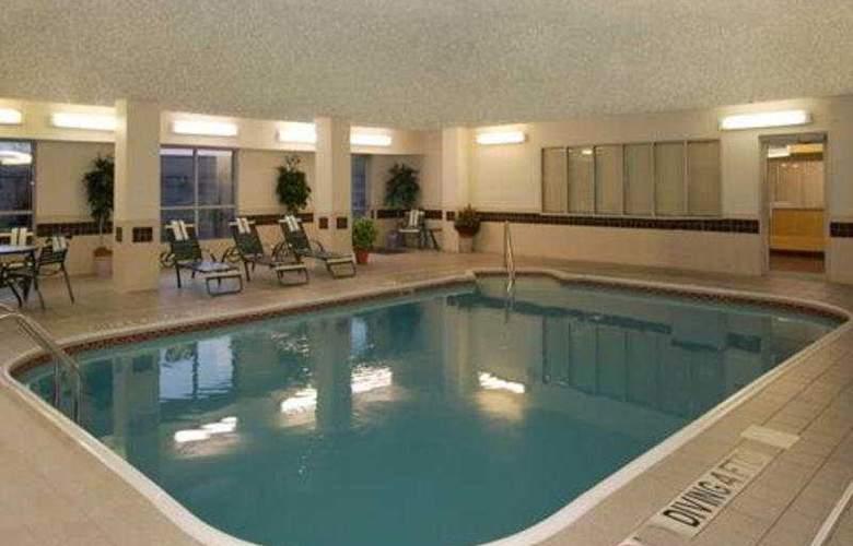 Comfort Suites North/Galleria - Pool - 10