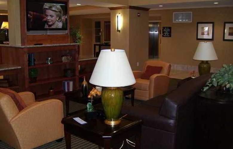 Hampton Inn & Suites Bakersfield North Airport - Hotel - 0
