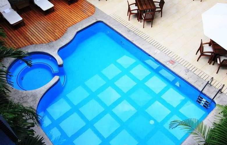 Ramada Reforma - Pool - 1