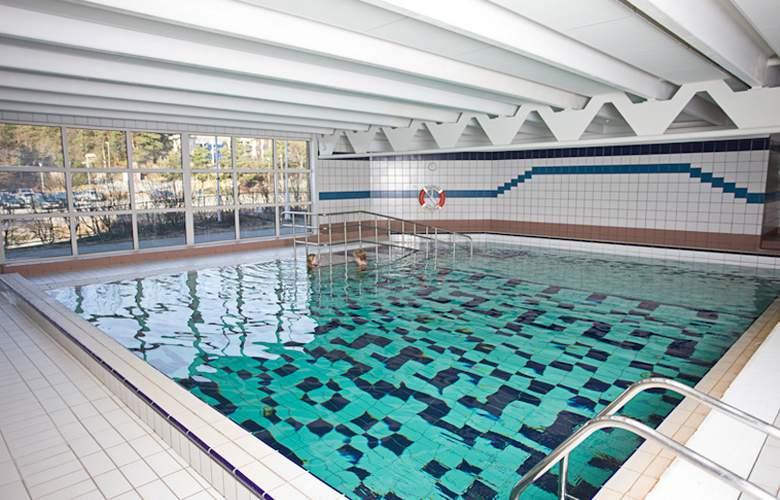 Thon Hotel Bergen Airport - Pool - 1