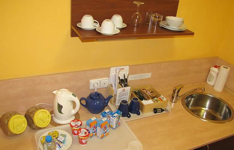 Aparthotel Austria Suites - Room - 8