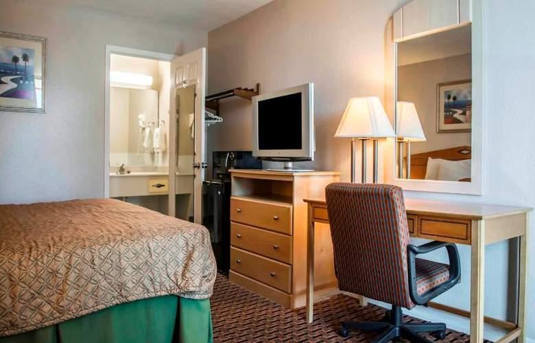 Econo Lodge  Inn & Suites - Room - 10