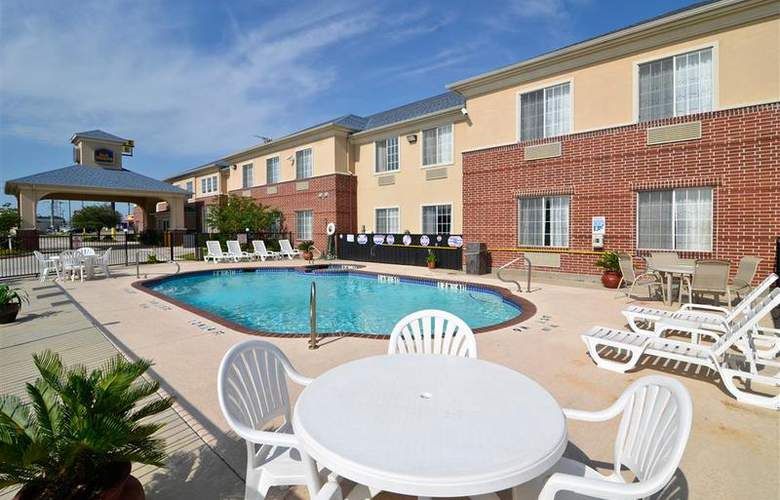 Best Western Fort Worth Inn & Suites - Pool - 76