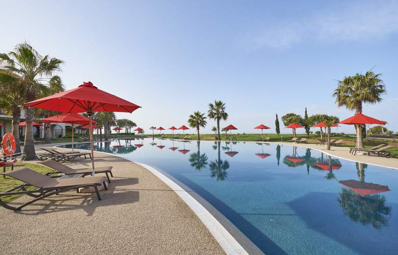 Cascade Wellness & Lifestyle Resort - Pool - 3