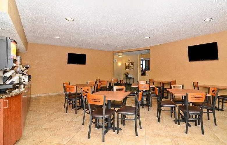 Best Western Ambassador Inn & Suites - Hotel - 3