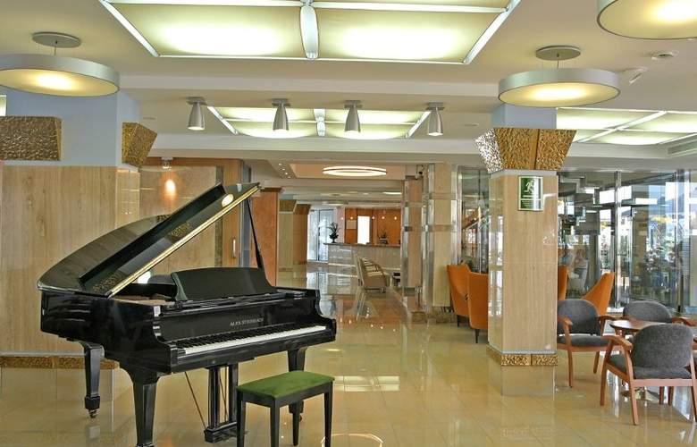 Invisa Hotel La Cala - General - 8